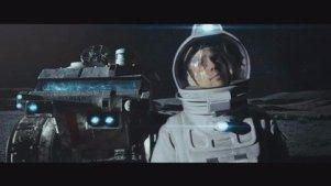 人类登陆月球开采能源,宇航员在一次意外事故后遇见另一个自己