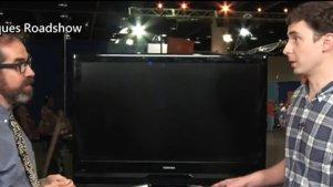 男子拿2008年制造的液晶电视上「古董」节目鉴定,被专家一脸正经地打脸 (中文字幕)