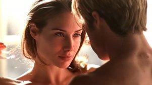 这个女人很美,就连神仙都找她谈恋爱而且这个神仙还是死神!