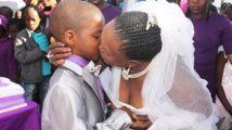 9岁小学生迎娶63岁老妇!男孩表示这才是最神圣的婚礼!