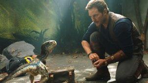 圣母心毁世界!小孩为救恐龙一命,不惜放食肉恐龙冲进人类社会