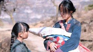 8岁女孩被拐卖到偏远山村,割掉舌头沦为生育机器,真实案件改编