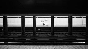 地铁里的夜间工作