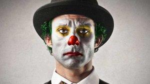 邪恶的小丑是不会逗人的!五分半带你看完惊悚片《小丑》!