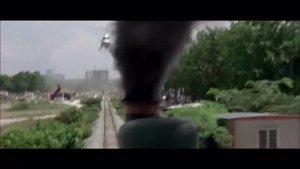 看成龙和杨紫琼如何在高速列车上大战歹徒