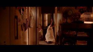 少女被地狱恶魔附身,驱魔人用落地镜为其驱魔