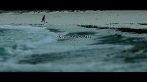 小孩在海边捡到一个摄像机,里面的内容让人震惊