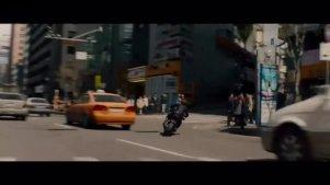 黑寡妇街头帅气飙车,美国队长激烈搏斗