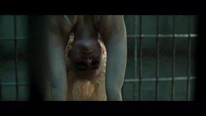 《自杀小分队》哈莉·奎茵在监狱中连监狱长都差点被她给迷上了