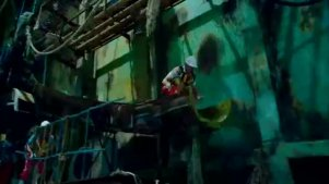 女强人李若兰得知人鱼族的栖身处,准备了一个丧心病狂的邪恶计划