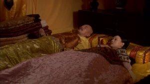 在怀孕之前甄嬛对皇上早就不热络了,谁留意到了?