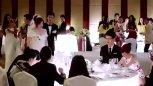 参加前男友婚礼,新娘对其冷嘲热讽,现任男友完爆新郎!