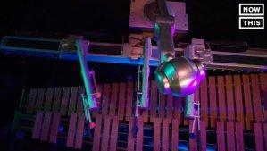 这台马林巴琴机器人能够自己谱写出乐曲