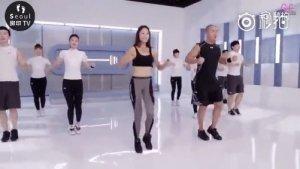哇塞,跳三分钟时间等于运动一小时。由国内著名健身机构强烈推荐,一套动作,极速燃烧脂肪,分分钟变shou子。先收藏,让我们在欢乐的舞蹈中跟脂肪say goodbye~