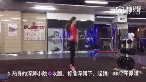【10日提臀减腿】适合国人体质的10日提臀减腿练习,8个动作各有针对,全面虐到每块臀肌腿肌,别犹豫,现在就开始做吧,练10天还你美腿翘臀!
