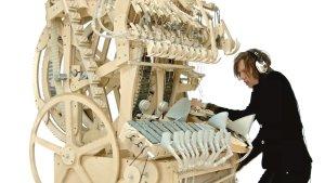 疯狂的歪果仁造了一台机器,用两千颗钢珠代替一个完整的乐队!