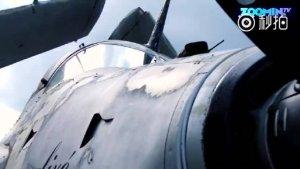 """有人喜欢集邮,有人喜欢收集战斗机。法国大叔米歇尔就收藏了100架战斗机,全部停放在他在萨维尼的一个15世纪的酒庄里。据说""""机皇"""",是一架叫"""