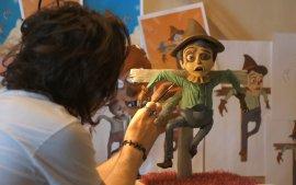 泥塑大师手作稻草人,当心被触帅一脸!