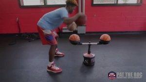美帝篮球新生Zion Harmon这控球完爆许多成年人,又是一个脚踝终结者的节奏!