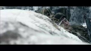 朝鲜战争,英雄战士一人带炸药包钻进美军坦克底下,壮烈牺牲