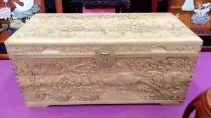 实拍深圳能工巧匠雕刻的龙凤木箱