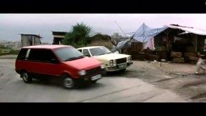 成龙为了抓捕罪犯,直接开车摧毁了平民窟