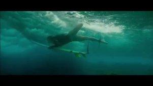 《浅滩》最新预告: 女王 VS 白鲨