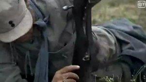 狙击手被痛斥后,一怒之下打中一百五十米外的司令员手中的火柴盒