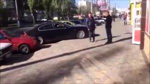 实拍俄罗斯女司机惊险驾驶画面,这技术还敢上马路