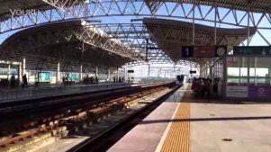 实拍春运CRH1A型高铁动车组列车进站