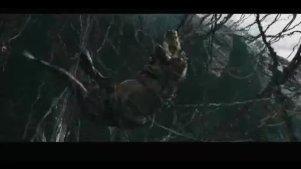 不明白电影金刚里面的三只恐龙,为什么抢吃一个美女