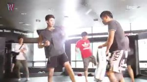 【W两个世界】李钟硕 李泰焕 练习拳击格斗拍摄花絮