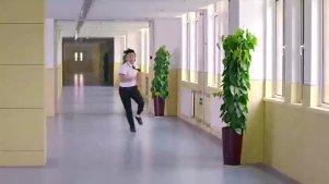 胡歌在学校当教练,学生被教导主任抓住,胡歌机智地前去解救