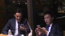 胡歌靳东王凯《伪装者》宣传片侧拍花絮:明家三兄弟变拍照狂魔