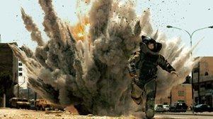 在爆炸场面里,躲多远才能安全耍帅?