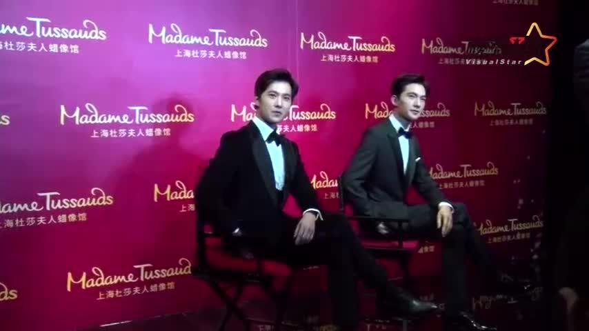 杨洋揭幕蜡像自撩不断 自曝拍戏辛苦 盼做好演员